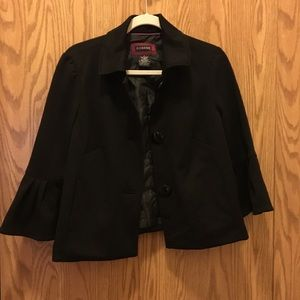 Black jacket with 3/4 length ruffle sleeves ❤️